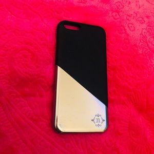 Accessories - Gold and black Iphone case